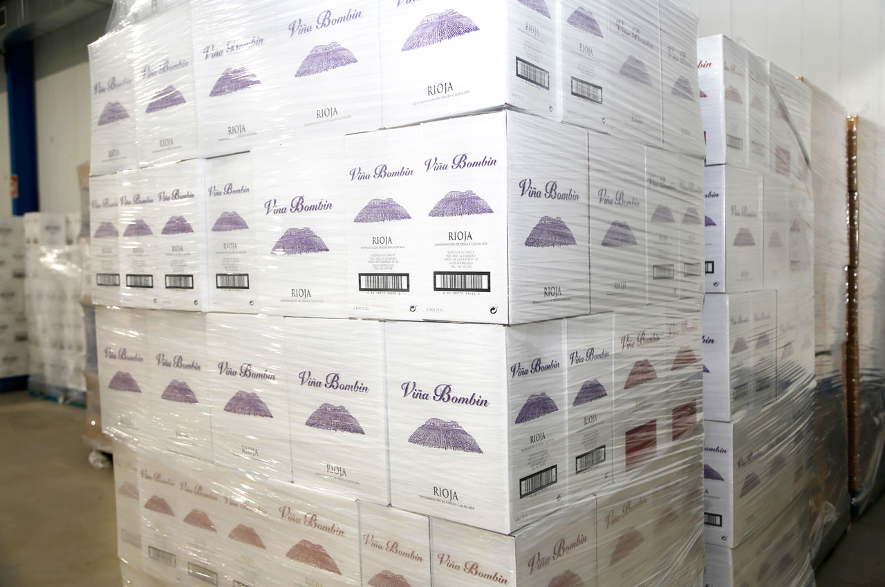 Cajas de vino paletizadas